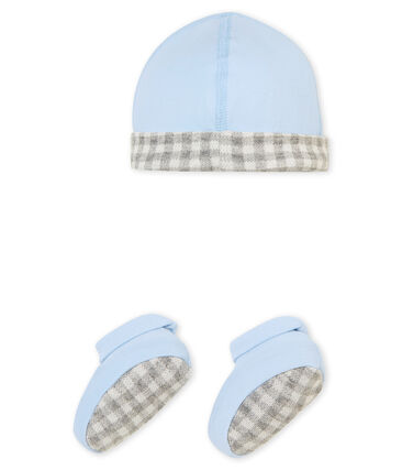 Baby boy's hat and booties set