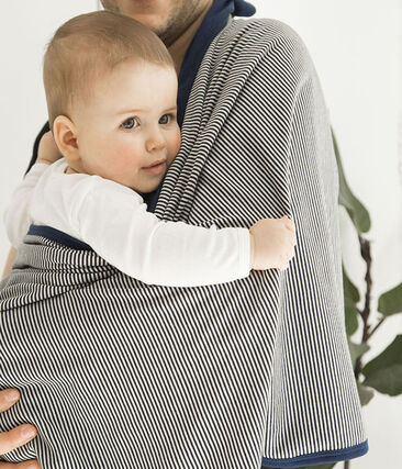 Blanket with anti-electromagnetic wave protection