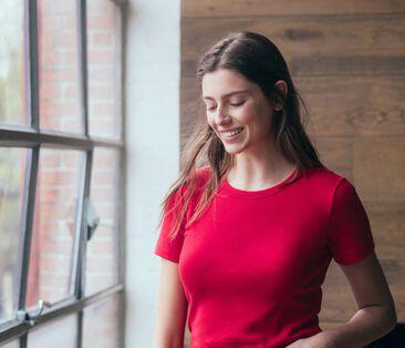 Women's Short-Sleeved Iconic T-Shirt Terkuit red